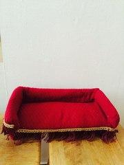 Кровать для кукол ручной работы.