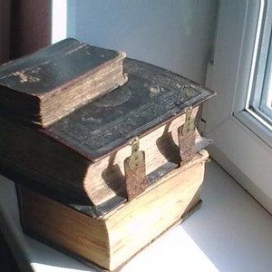 Стариные книги религиозного содержания