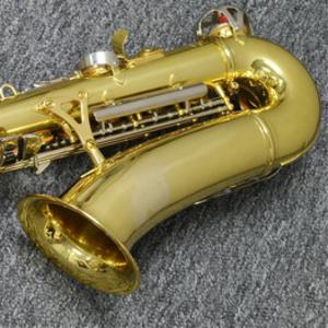 дуже гарний і професійний саксофон прямо зіСША приїхав і чекає на тіль