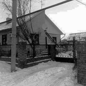Дом коттеджного типа в деревне.