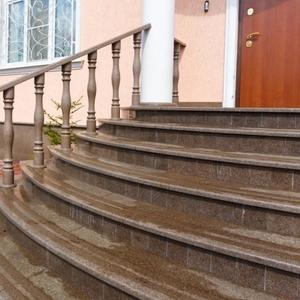 Лестницы из натурального камня: гранит,  мрамор,  травертин,  оникс
